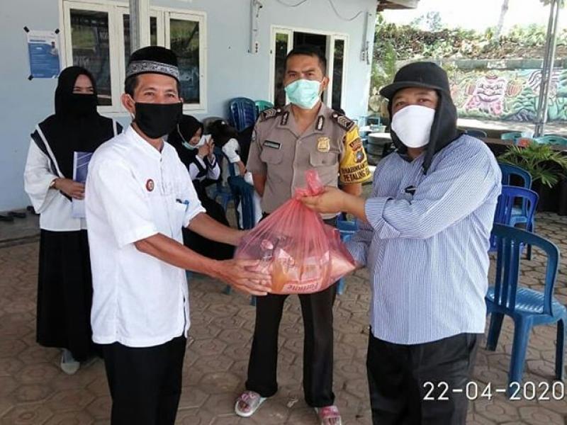 Doc. Kampus IAIN SAS Bagikan 300 Paket Sembako