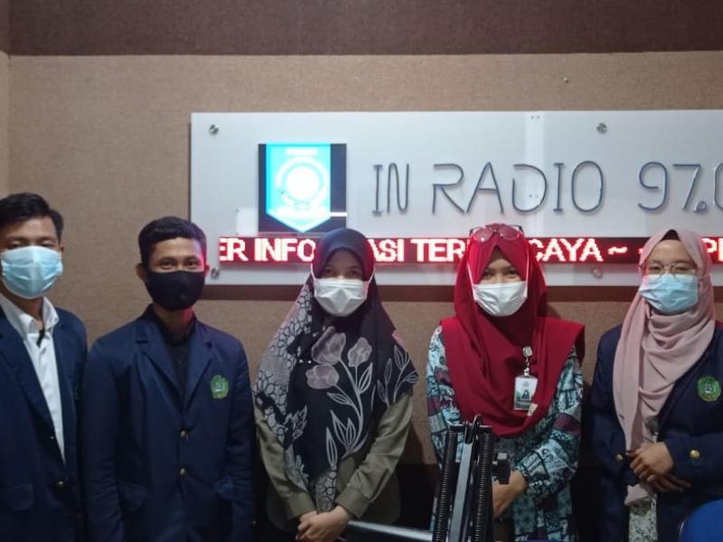 Foto Bersama Mahasiswa PPL FDKI dengan Pegawai di In Radio