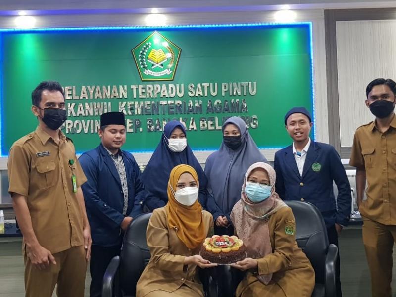 Foto Bersama Mahasiswa PPL FDKI dengan Pegawai di Kanwil Kemenag Babel