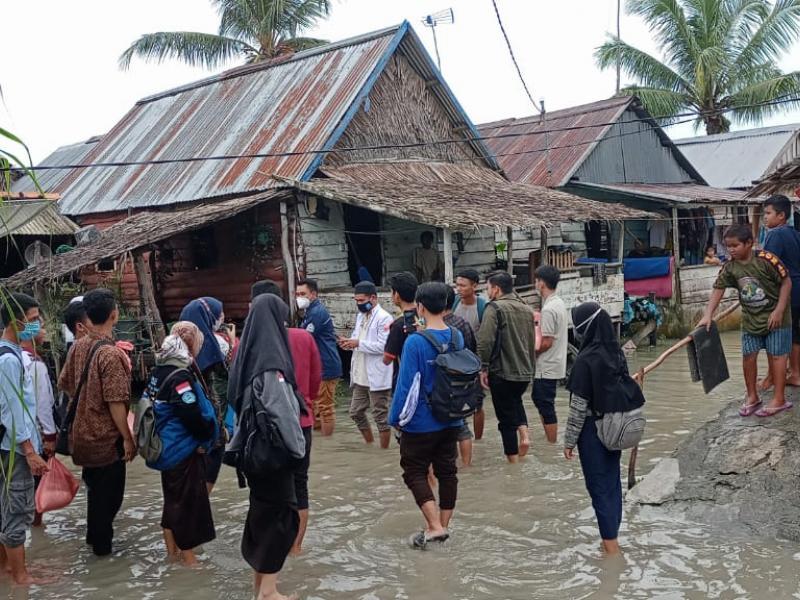 Suasana Ketika Banjir Mulai Surut di RT 02 Desa Parit Pekir