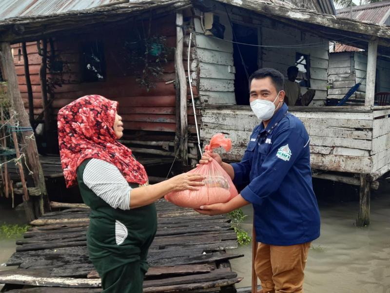 Pembina Formasi KIP-K beri Sembako pada Korban Banjir