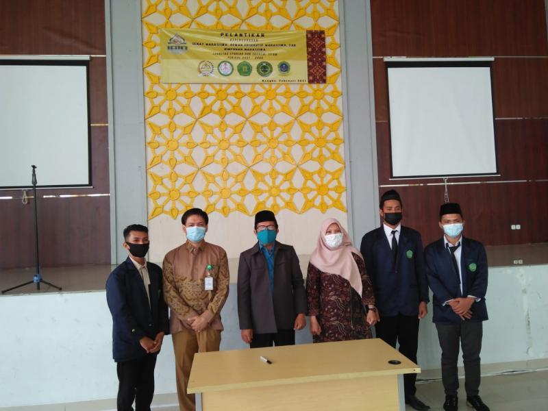 Foto Dekan, Wakil Dekan I dan Wakil Dekan II Bersama Ketua SEMA, Ketua DEMA dan Ketua HIMA Fakultas Syariah dan Ekonomi Islam