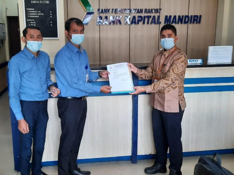 Penyerahan Formulir Tracer Study di Bank Kapital Mandiri