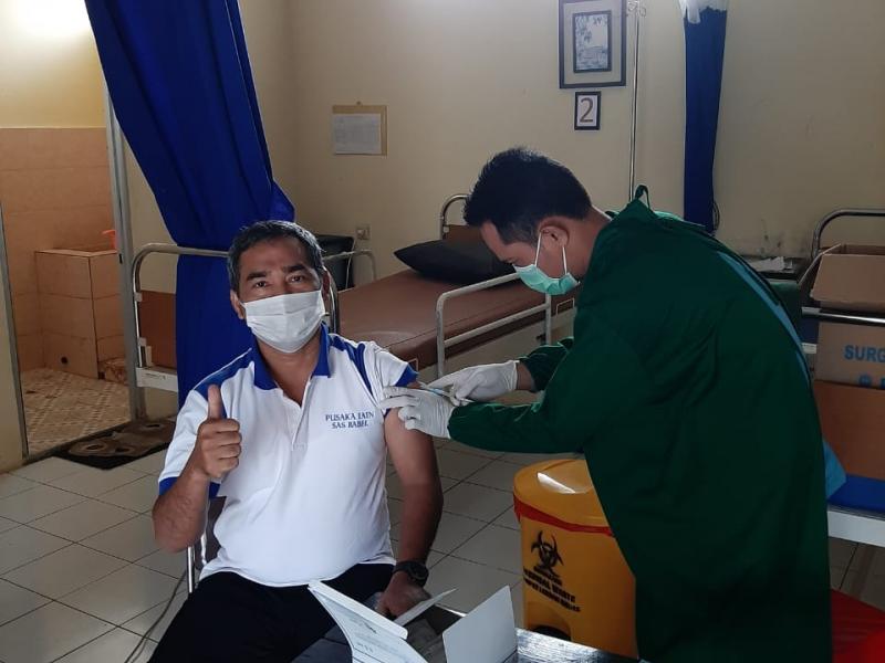 Iqrom Faldiansyah, M.A., Salah Satu Dosen Yang Sedang Menjalani Penyuntikan Vaksin COVID-19