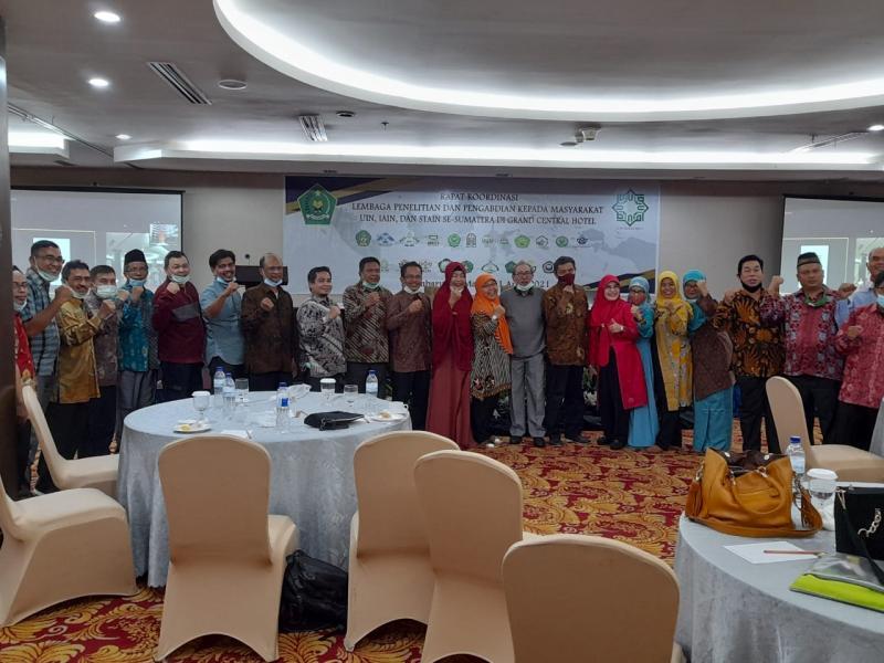 Foto Bersama Forum Koordinasi Lembaga Penelitian dan Pengabdian kepada Masyarakat (LP2M) UIN, IAIN, dan STAIN se-Sumatera