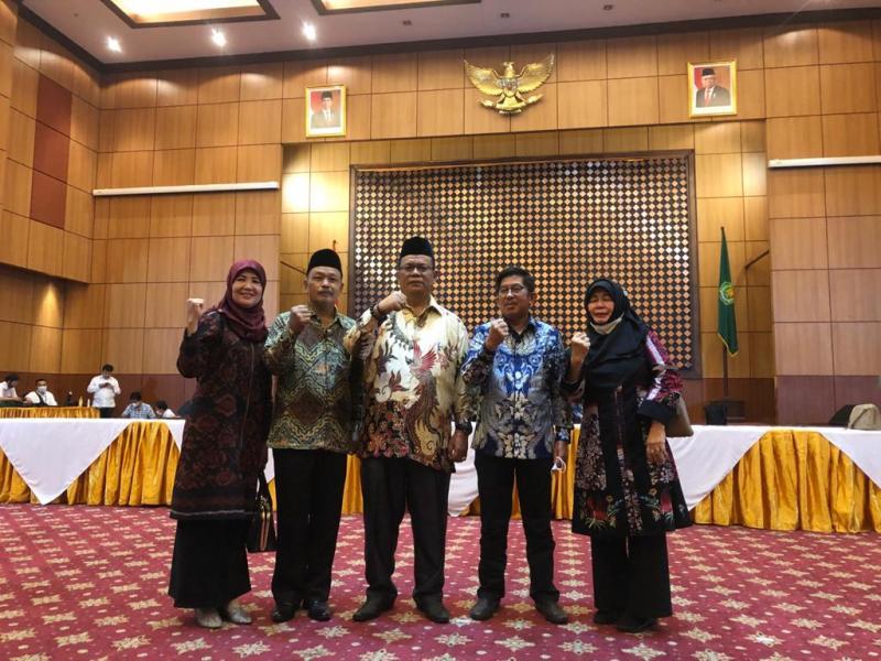 Foto Kepala Biro AUAK baru bersama Rektor IAIN SAS Babel dan Kepala Biro AUAK lama